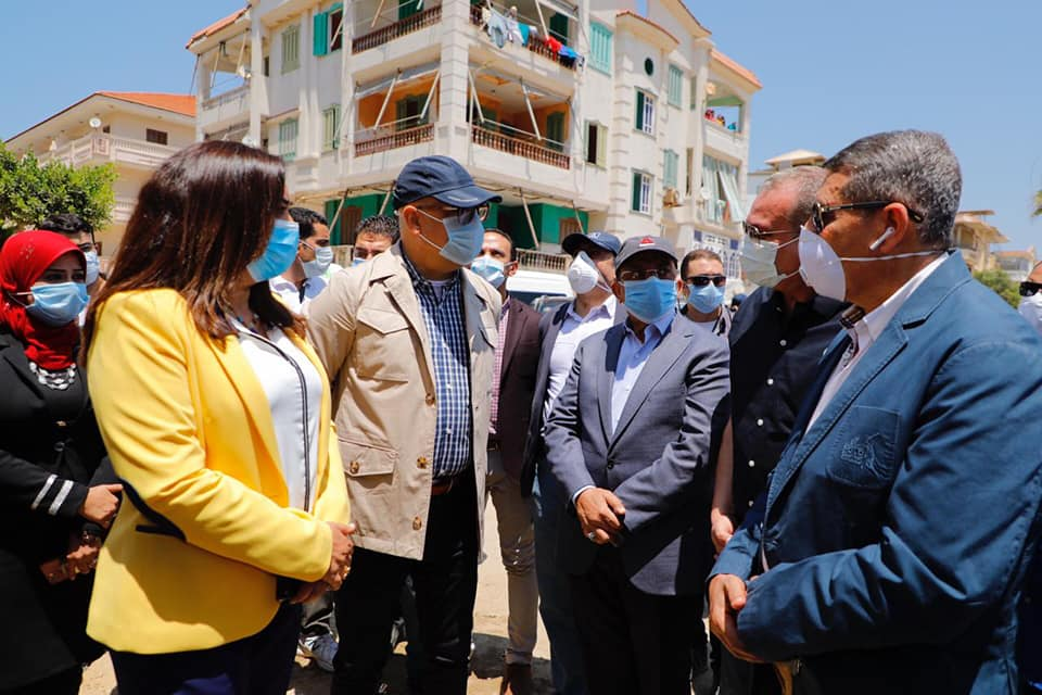 محافظ دمياط ووزيرا التنمية المحلية والاسكان يتابعون الموقف التنفيذى بسوق ٥١ برأس البر
