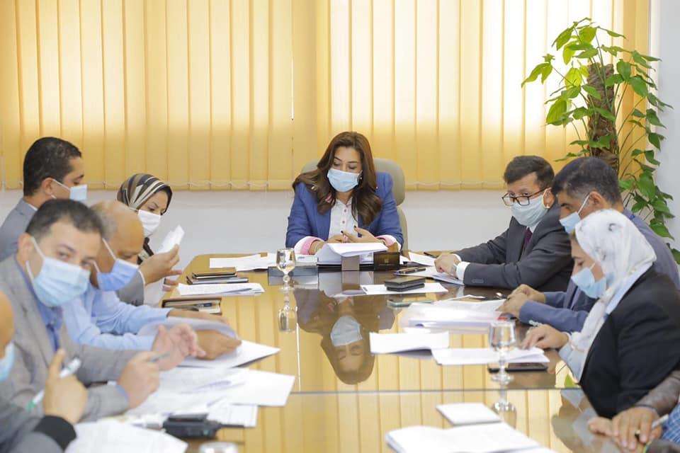 محافظ دمياط تبحث الإجراءات المُتخذة للتأكد من إلتزام شركات المنطقة الحرة بتطبيق أعلى معدلات السلامة البيئية